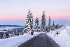 Неимоверный красочный восход солнца над Альпами, всход от холмов Sumava Астрономическое явление - пояс Венеры Стоковые Изображения RF