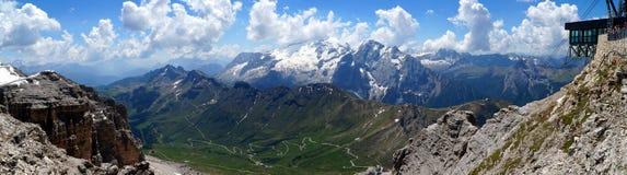 Неимоверный панорамный взгляд гор доломита/пика Marmolada в южном Тироле Стоковые Изображения RF