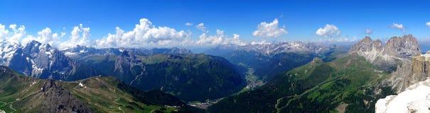 Неимоверный панорамный взгляд гор доломита/пика Marmolada в южном Тироле Стоковое Фото