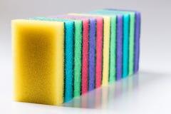 Неиспользованные красочные губки для моя блюд Стоковое Фото