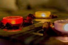 Некоторое романс с свечами на таблице Стоковое Изображение RF