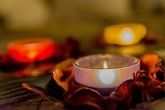 Некоторое романс с свечами на таблице Стоковые Изображения RF