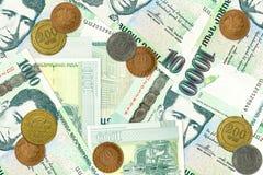 Некоторые 1000 армянских бумажных денег драхмы с армянскими монетками стоковые фото