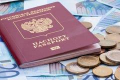 Некоторые банкноты евро, монетки и русский пасспорт Стоковые Изображения