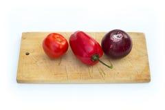 Некоторые овощи на разделочной доске Стоковое фото RF