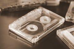 Некоторые старые магнитофонные кассеты на темной предпосылке Стоковые Фото