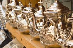 Некоторые чайники в базаре Fez Стоковые Изображения RF