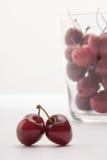 Некоторые cherrys в стекле Стоковое Изображение