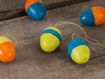 Некоторые selfmade покрашенные пасхальные яйца стоковое фото rf