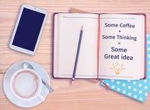 Некоторый кофе + некоторые думая = некоторая отличная идея Стоковые Фото