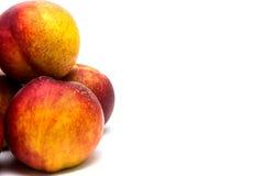 Нектарины персиков изолированные на белизне Стоковое Фото