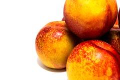 Нектарины персиков изолированные на белизне Стоковые Фото