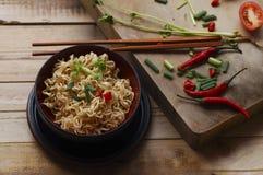 Немедленные лапши с перцем шиитаке и чилями n шар, азиатская еда Стоковое Изображение RF