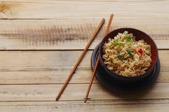 Немедленные лапши с перцем шиитаке и чилями n шар, азиатская еда Стоковые Фотографии RF