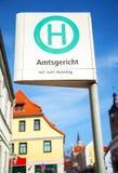 Немецкая автобусная остановка подписывает внутри город на Amtsgericht Стоковые Фотографии RF