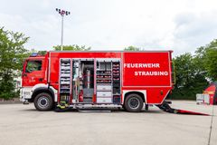 Немецкая пожарная машина стоит на платформе на день открытых дверей Стоковая Фотография RF