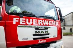 Немецкая пожарная машина стоит на платформе на день открытых дверей Стоковое фото RF