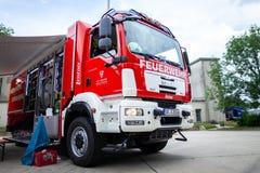 Немецкая пожарная машина стоит на платформе на день открытых дверей Стоковые Изображения