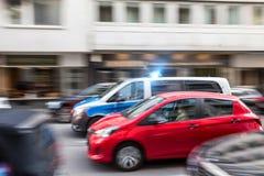 Немецкая полицейская машина быстро проходя в городе Стоковое Изображение