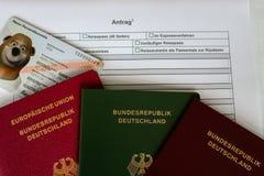 Немецкая форма для заявления пасспорта с пасспортами Стоковые Фото