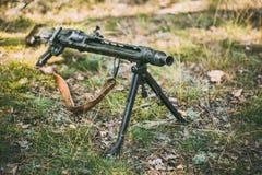 Немецкие оружи Второй Мировой Войны - обстреливанного пулеметным огнем MG 42 Стоковое фото RF