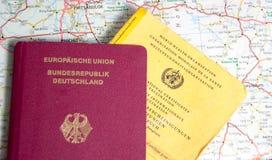 Немецкие пасспорт и сертификат вакцинирования Стоковое Изображение