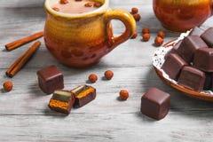 Немецкие торты пряника шоколада глиняной кружки домино Стоковая Фотография