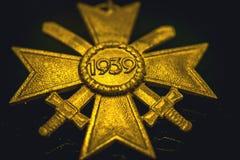 Немецкий металл реликвий войны памятных вещей Вторая мировой войны обнаруживая Вторую Мировую Войну находок стоковое изображение rf