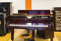 Немецкий музей достижения науки и техники представляет музыкальный инструмент выдержки делая историю стоковое изображение