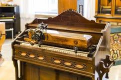 Немецкий музей достижения науки и техники представляет музыкальный инструмент выдержки делая историю стоковая фотография