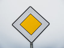 Немецкий дорожный знак приоритета Стоковые Фото
