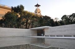 Немецкий павильон в Барселоне с зеркальным прудом Стоковое Изображение RF