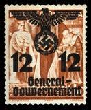 НЕМЕЦКИЙ РЕЙХ Около 1939 - c 1944: Генерал Goudernement Штемпель почтового сбора с портретировать нацистских символов стоковое изображение