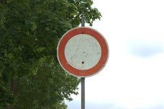 Немецкое ` искусства aller ¼ r Fahrzeuge fà Verbot ` знака уличного движения Стоковая Фотография