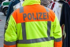 Немецкое полицейский на общественной деятельности стоковая фотография rf