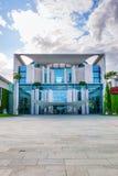 Немецкое федеральное здание ведомства канцлера в Берлине, Германии стоковое фото rf