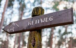 Немецкое reitweg waymarker Стоковые Изображения RF