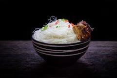 Немедленная вермишель в шаре Стоковая Фотография RF