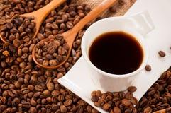Немедленный темный кофе стоковые фото