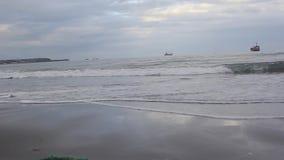 Немногие корабли в океане видеоматериал