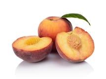Немногие отрезанные персики на белой предпосылке Стоковая Фотография RF