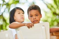 Немногое африканский мальчик выглядит внимательным стоковое изображение rf