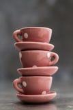 Немногое розовые чашки и плиты фарфора игрушки с белыми точками Стоковые Фото