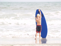 немного занимающся серфингом Стоковое фото RF