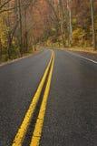 Ненастная дорога в закоптелых горах Стоковые Фото