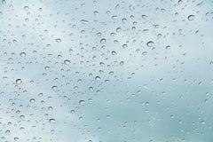 Ненастное окно, окно с падениями после дождя Стоковое Изображение RF