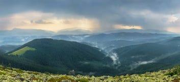 Ненастное landskape горы Стоковые Изображения