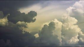 Ненастные облака развевая промежуток времени конца-вверх, подход к шторма Чувство неба опасности акции видеоматериалы