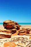 Необыкновенная горная порода на пляже, западная Австралия Стоковое фото RF