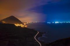 Необыкновенное небо в море Yin-yang Стоковое фото RF